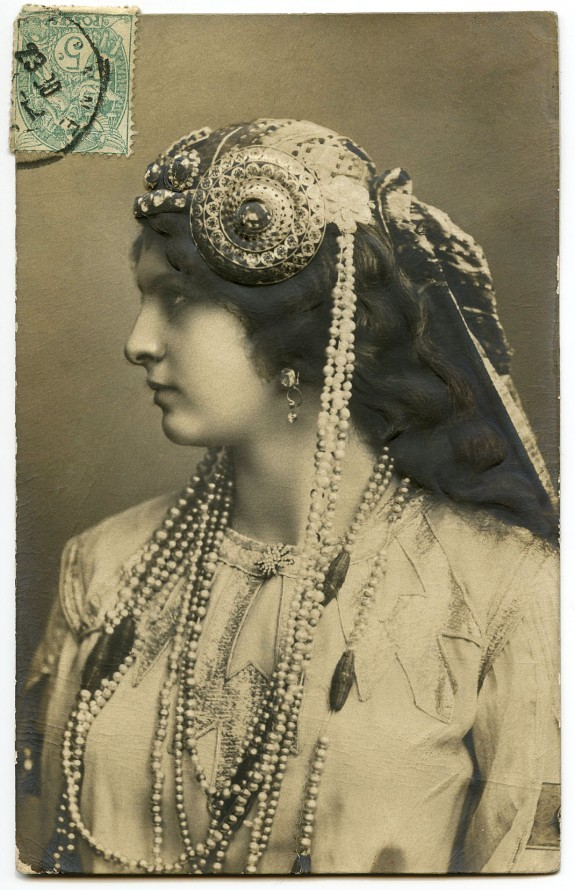 Old-Photo-Lady-Jewelry-Nouveau-GraphicsFairy (1)