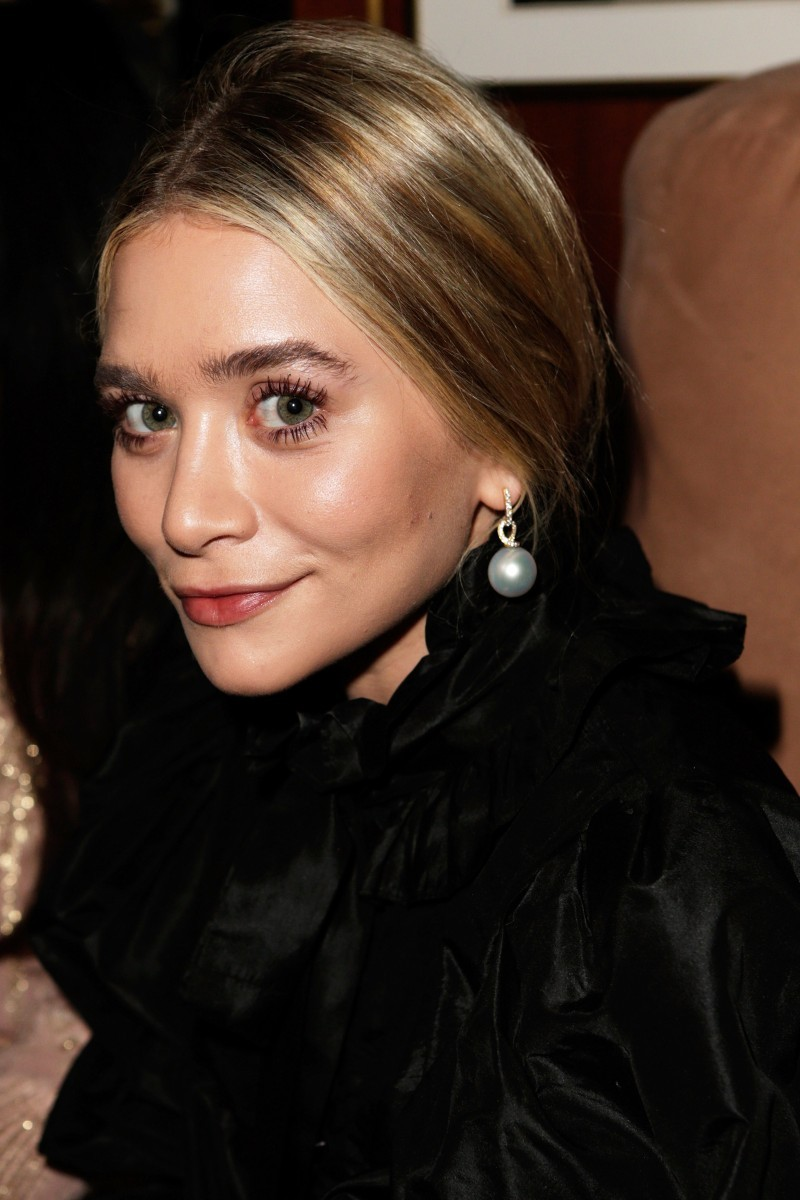 One Of Our Favorite Twins Ashley Olsen Caught Attention When She Got All Dressed Up In A Flirty Black Ruffle Gown And Pearls Was Attending The