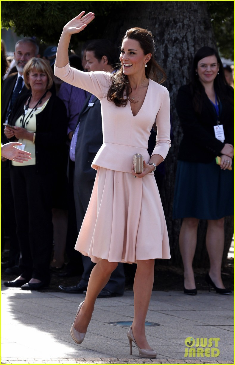 kate-middleton-prince-william-hit-the-dj-booth-24