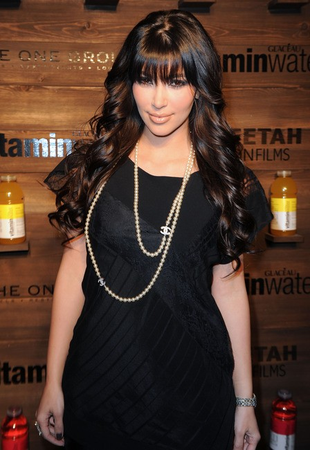 kim-kardashian-and-chanel-pearl-necklace-gallery
