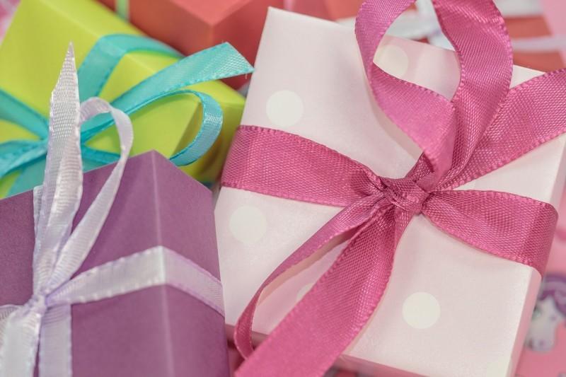 gift-553143_1280-e1429631617575
