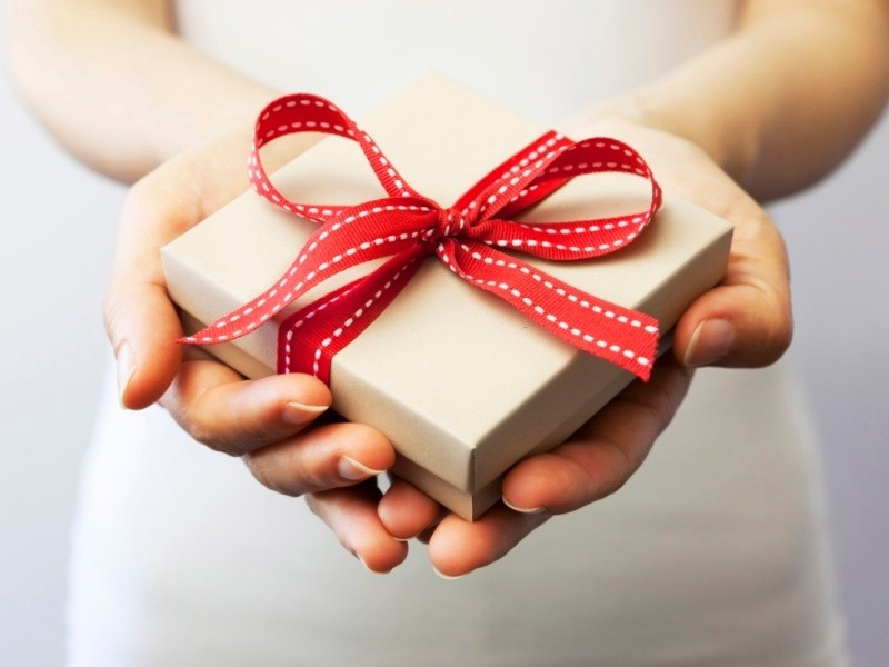 Gift giving etiquette around the world giving and receiving gifts is so deeply ingrained in our societal behaviour that we hardly ever think about why we do it however we do tend to think of negle Images