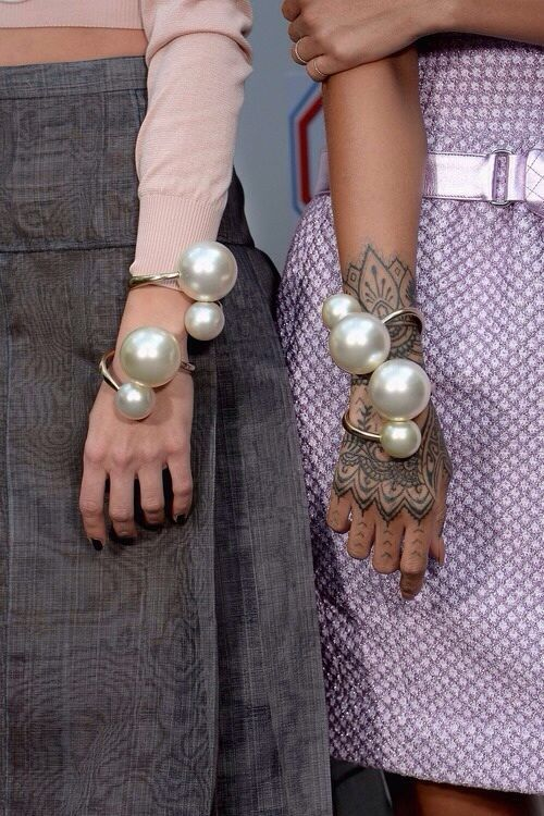 Style Guide 6 Unique Ways To Wear A Pearl Bracelet