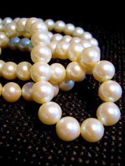 white-pearl-necklace-e1466690197639